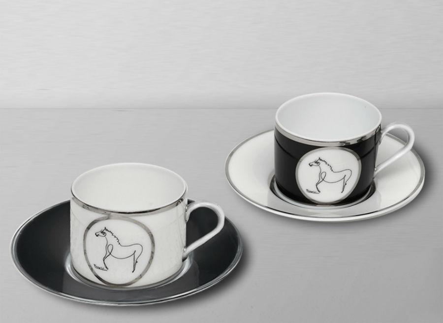 le cheval coffret de tasses et soucoupes marc de ladoucette des objets de r ve. Black Bedroom Furniture Sets. Home Design Ideas