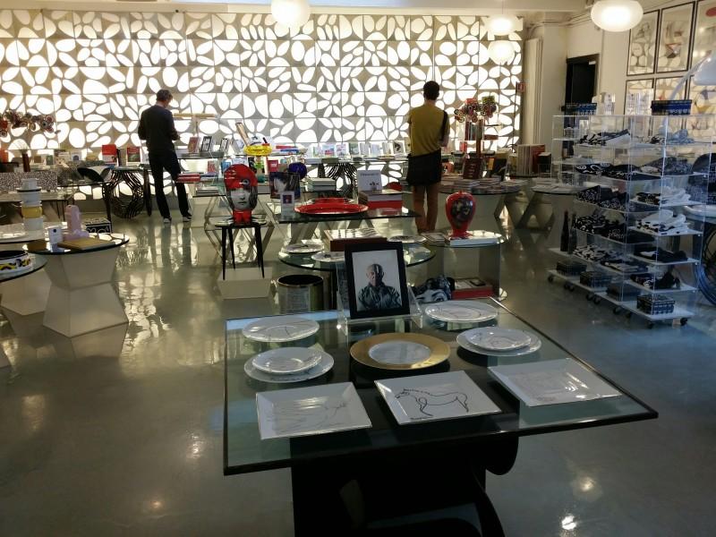 Boutique art de la table picasso paris marc de ladoucette scenographie Corso